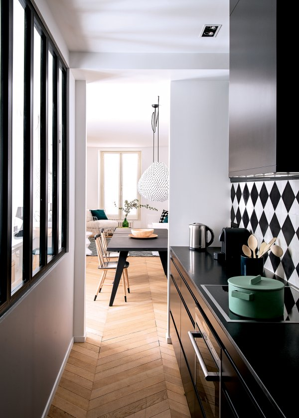 stylish-and-functional-narrow-kitchen-design-ideas-2