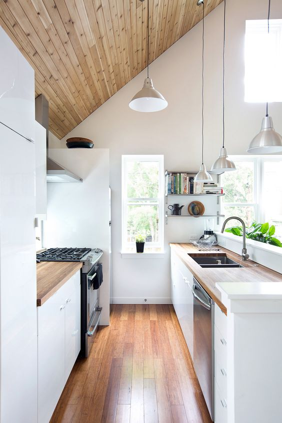stylish-and-functional-narrow-kitchen-design-ideas-26