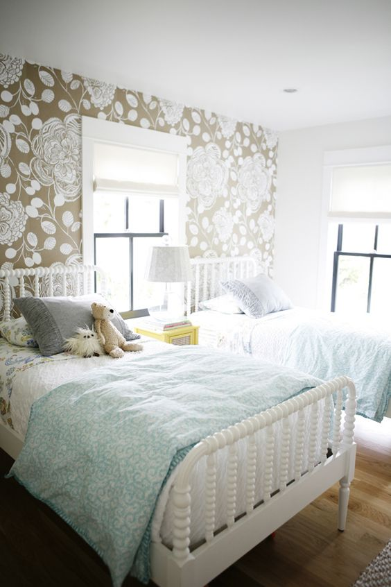 chic-and-inviting-shared-teen-girl-rooms-ideas-10