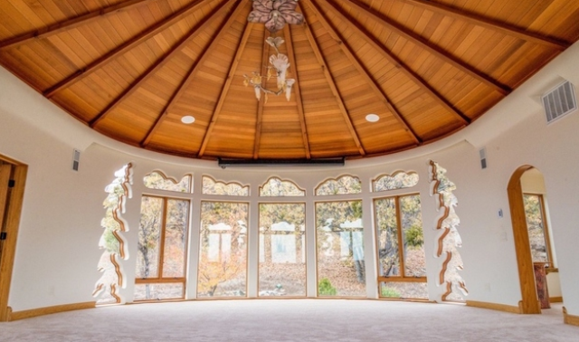 organic-fairy-tale-house-that-seems-breathing-with-magic-14
