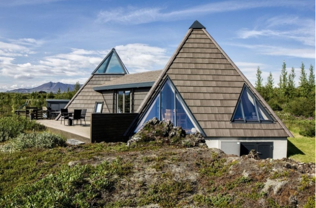 sustainable-and-airy-pyramid-cottage-in-iceland-1