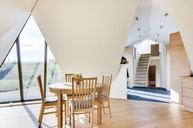 sustainable-and-airy-pyramid-cottage-in-iceland-10