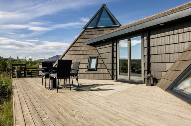 sustainable-and-airy-pyramid-cottage-in-iceland-2