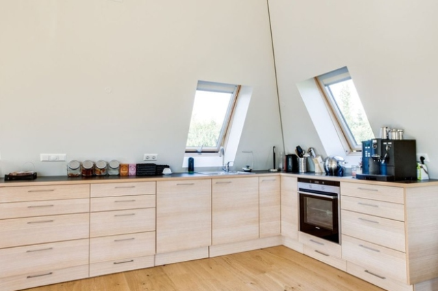 sustainable-and-airy-pyramid-cottage-in-iceland-6