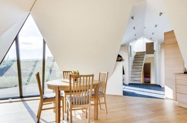 sustainable-and-airy-pyramid-cottage-in-iceland-8