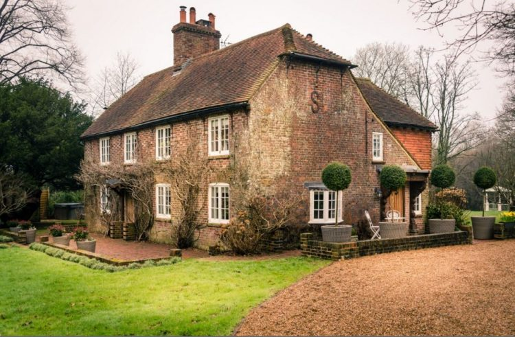 1900-s-english-countryside-home-breathing-with-style-1-750x491