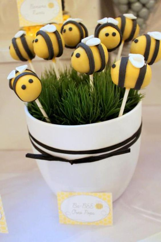 bee-pops-for-a-gender-neutral-baby-shower