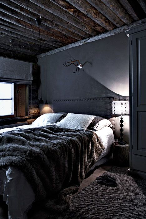 black-nailed-fabric-headboard