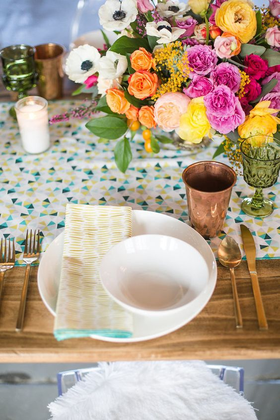 bold-table-settign-for-a-modern-baby-shower