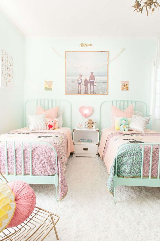 chic-and-inviting-shared-teen-girl-rooms-ideas-6
