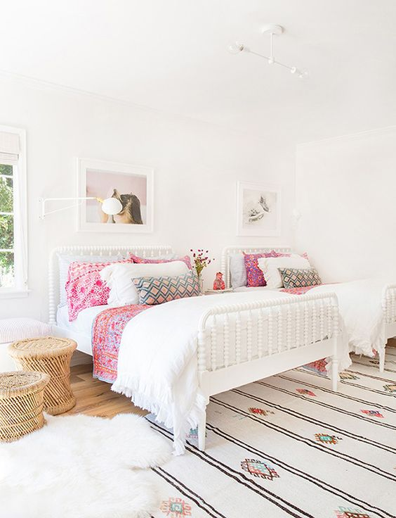 chic-and-inviting-shared-teen-girl-rooms-ideas-9
