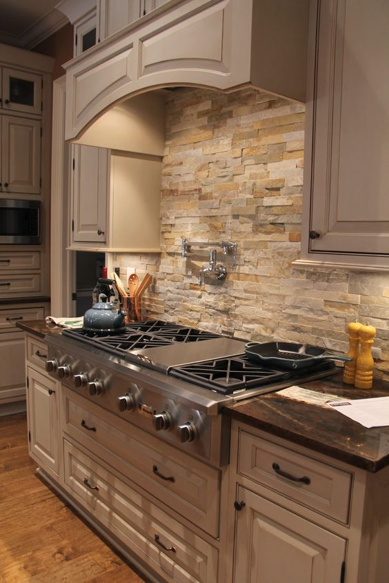 cool-stone-kitchen-backsplashes-that-wow-1