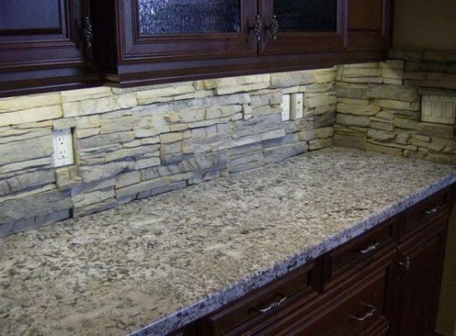 cool-stone-kitchen-backsplashes-that-wow-19