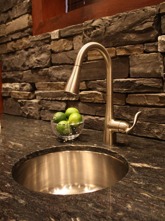 cool-stone-kitchen-backsplashes-that-wow-2