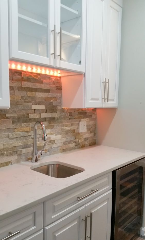cool-stone-kitchen-backsplashes-that-wow-22