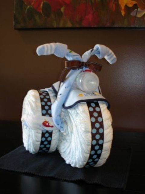diapers-motorcycle-for-a-boy-baby-shower