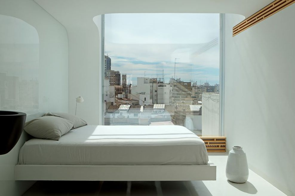 edgy-modern-penthouse-in-white-and-light-colored-wood-5