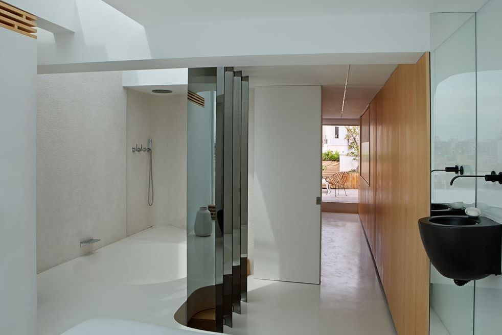 edgy-modern-penthouse-in-white-and-light-colored-wood-8