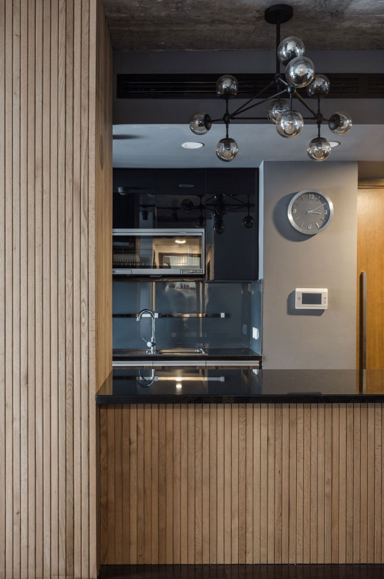 small-and-stylish-apartment-with-an-industrial-vibe-6-750x1129