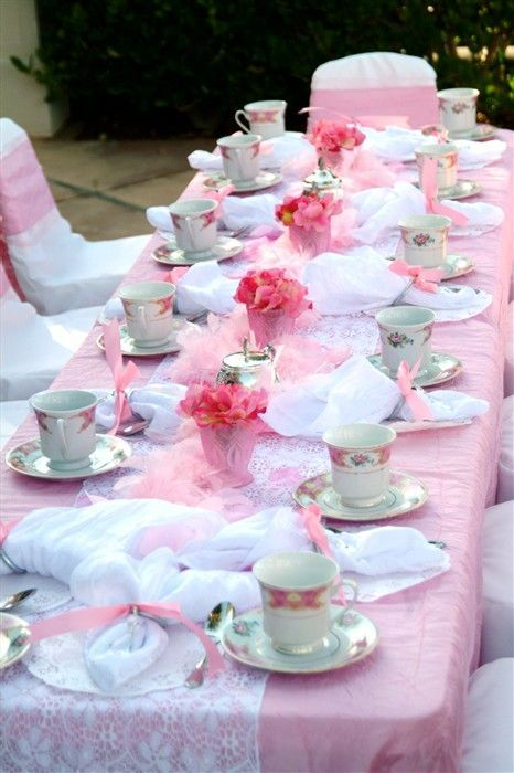 sweetest-baby-shower-table-settings-to-get-inspired-10