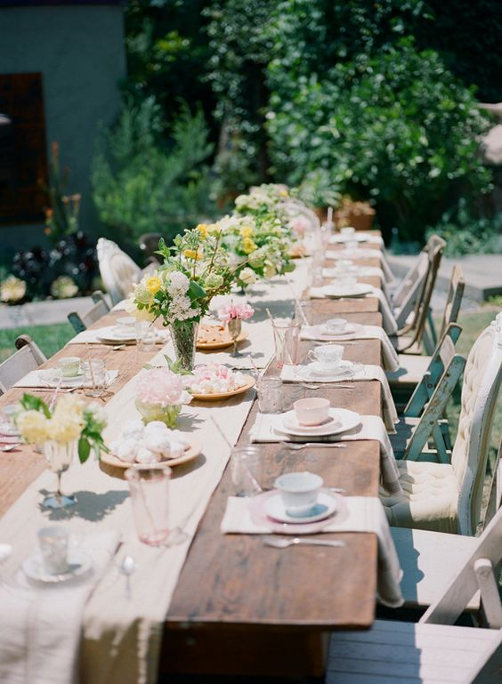 sweetest-baby-shower-table-settings-to-get-inspired-26