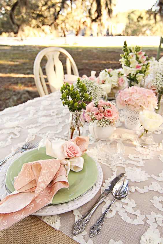 sweetest-baby-shower-table-settings-to-get-inspired-37