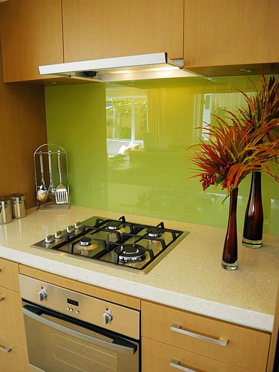 trendy-minimalist-solid-glass-kitchen-backsplashes-11