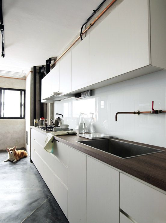 trendy-minimalist-solid-glass-kitchen-backsplashes-14