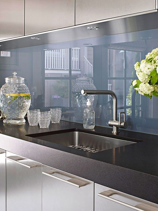 trendy-minimalist-solid-glass-kitchen-backsplashes-2