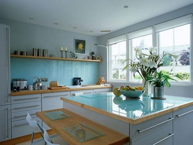trendy-minimalist-solid-glass-kitchen-backsplashes-28