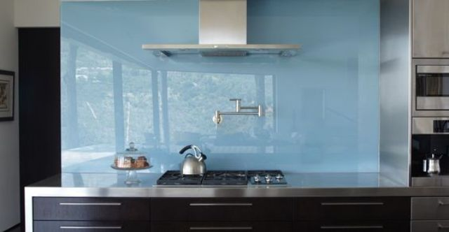 trendy-minimalist-solid-glass-kitchen-backsplashes-4