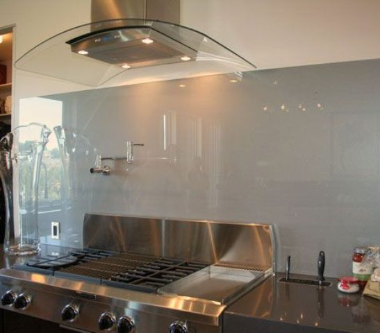 trendy-minimalist-solid-glass-kitchen-backsplashes-8