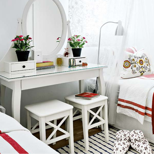 vivacious-malaga-apartment-with-ikea-furniture-and-juicy-accents-21