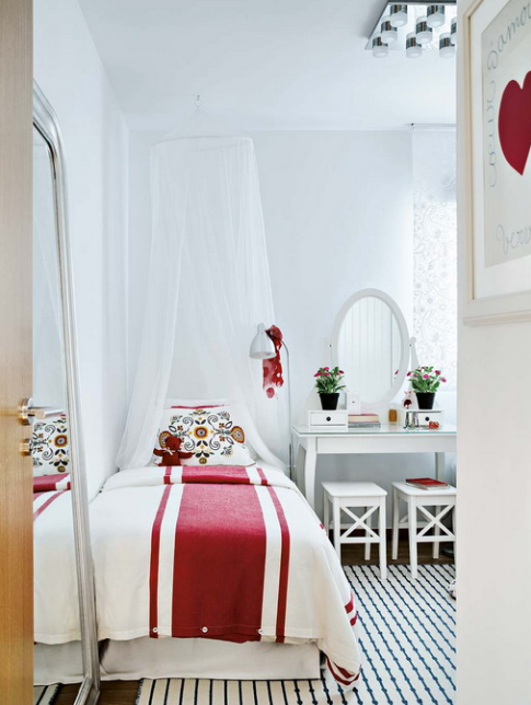 vivacious-malaga-apartment-with-ikea-furniture-and-juicy-accents-22