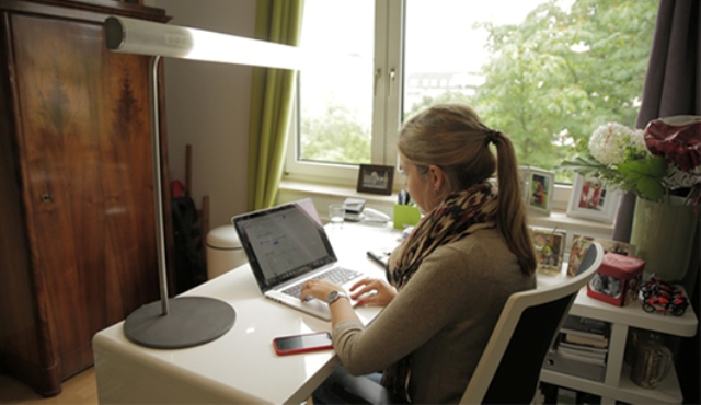 03-The-cooler-light-boosts-activity-and-is-great-for-working