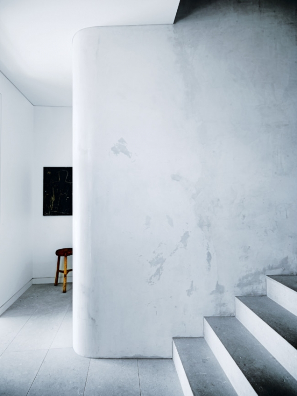 04-Curved-walls-makes-the-spaces-flow-and-add-softness
