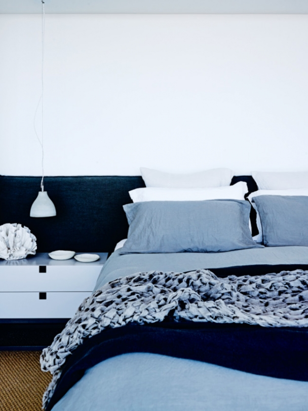 13-Colours-and-textures-in-the-master-bedroom-reflect-the-ocean-in-a-modern-and-subtle-way