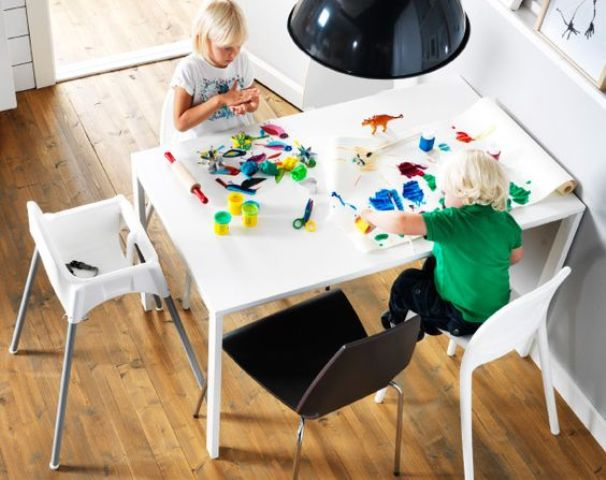 16-Melltrop-table-used-for-kids-to-play
