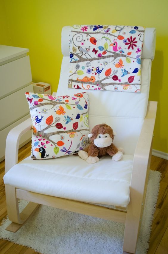 20-Poang-chair-with-a-floral-pillow-and-cover