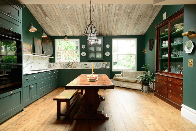 01-The-decor-of-this-kitchen-is-Victorian-it-takes-us-to-the-old-England