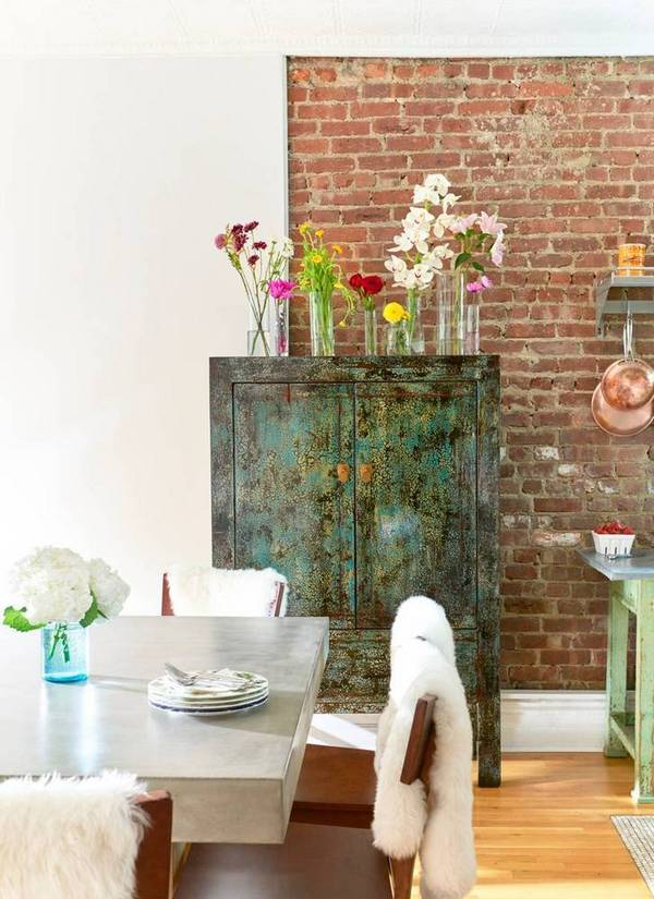 03-Theres-a-vintage-inspired-sideboard-with-a-patina-finish