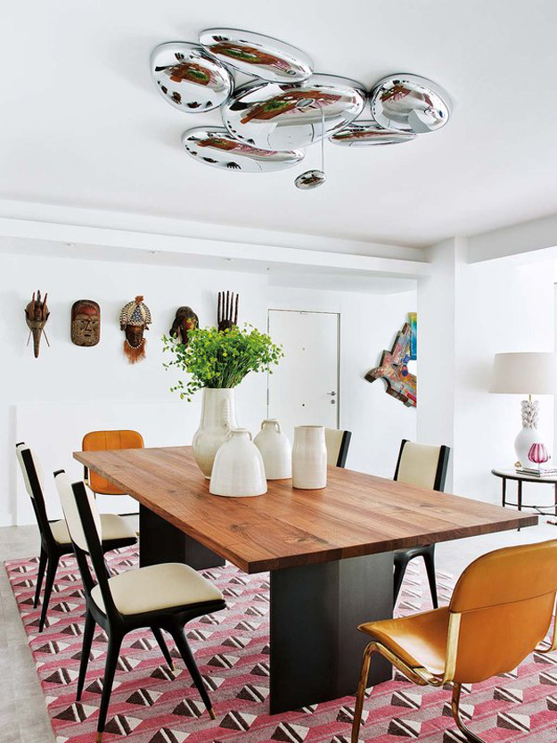 05-A-large-bubble-chandelier-marks-the-dining-table