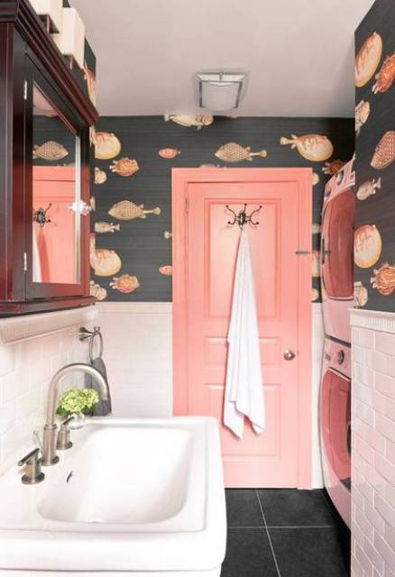 05-Whimsy-bathroom-with-a-fun-fish-print