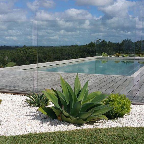07-absolutely-transparent-glass-fence-for-a-pool