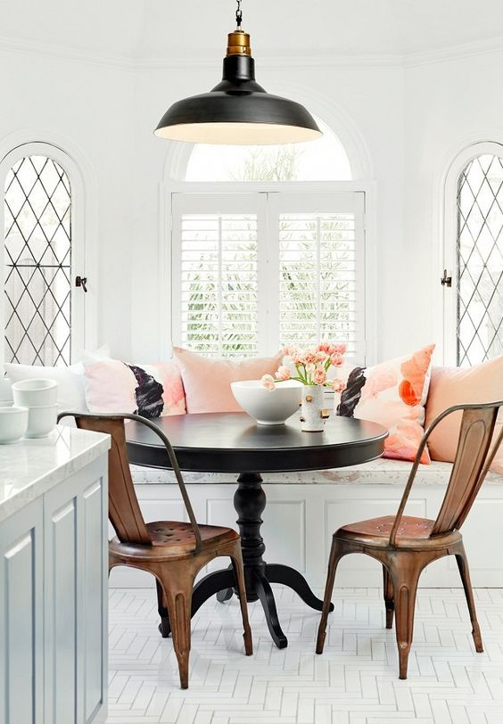 09-vintage-breakfast-nook-with-refined-furniture-and-pink-touches