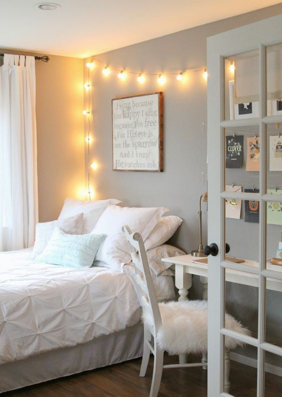 11-airy-modern-bedroom-with-a-white-desk