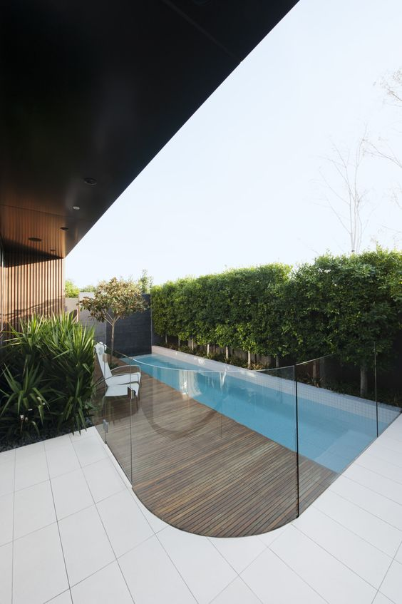 11-frameless-pool-fencing-made-of-glass