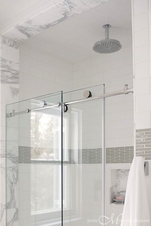 15-contrasting-shower-border-tiles