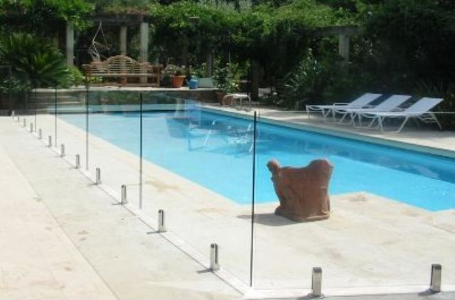 15-glass-pool-fencing-for-your-outdoors