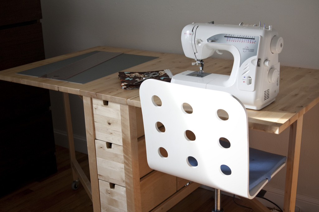 17-light-wood-Norden-Gateleg-table-is-perfect-for-sewing
